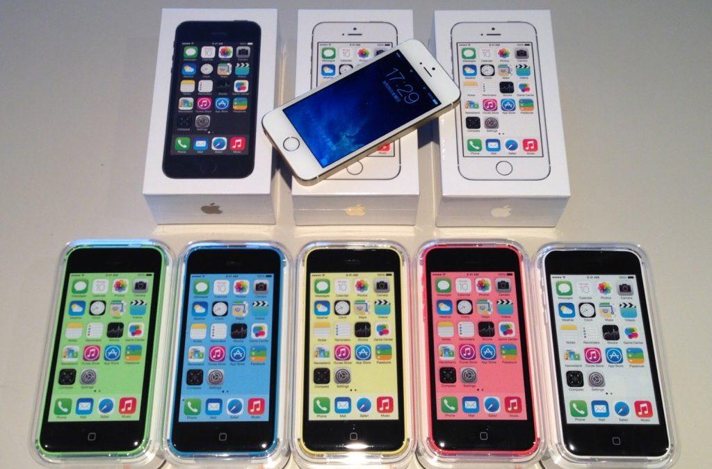 スタッフ用 iPhone 5s と iPhone 5c が全色勢ぞろい!アクセサリも勢ぞろい!