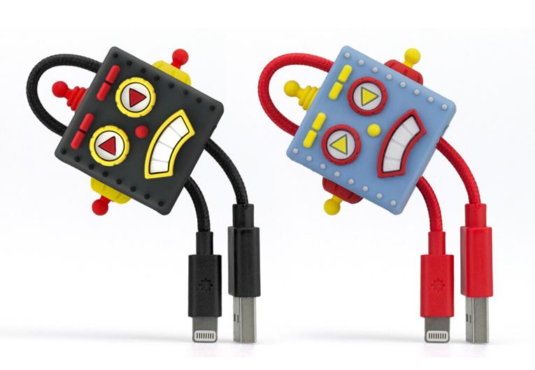 チャームのように使えるロボットデザインのLightningケーブル