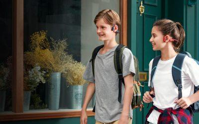 AfterShokzの骨伝導ヘッドホンが小型サイズで登場。「Aeropex Play」なら通学をもっと楽しく安全に。