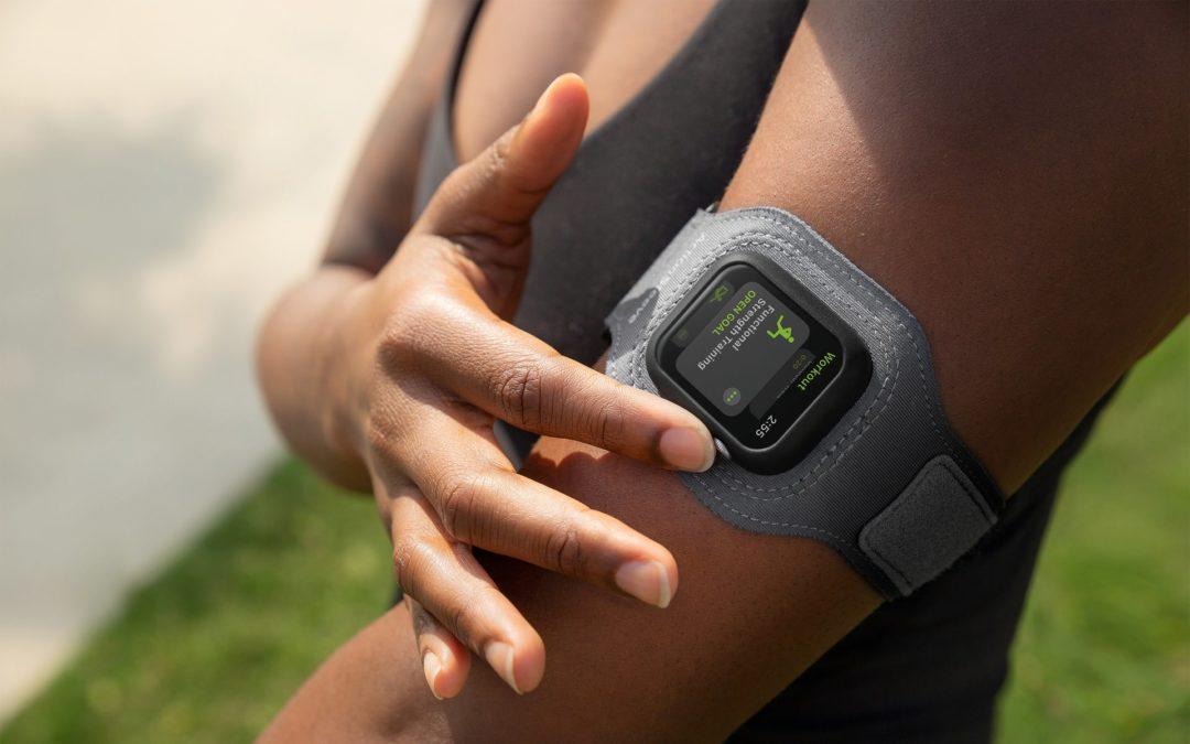 スポーツの試合やトレーニング中も計測を続けよう。Apple Watch用アームバンドTwelve South ActionSleeve 2。フォーカルポイントから発売。