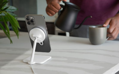 iPhoneとAirPodsのために作られたモダンスタイルのワイヤレス充電スタンド。Twelve South Forté for iPhone with MagSafe、楽天市場などで販売開始。