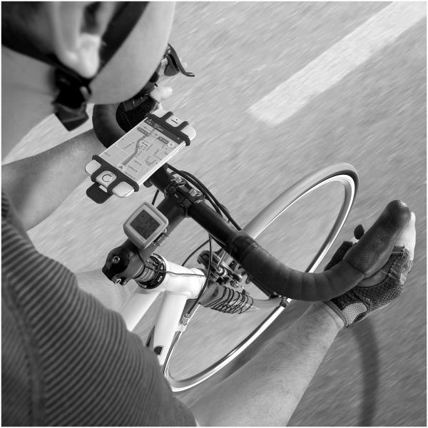 Celly EASYBIKE | イタリアCelly社のシリコン製スマートフォン・マウント登場!自転車、バイクに簡単に取り付け、取り外しOK。